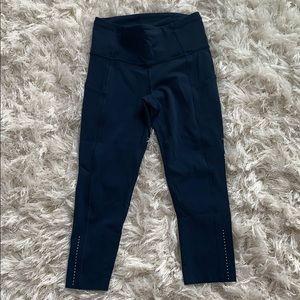 Women's cropped Lululemon Leggings never worn